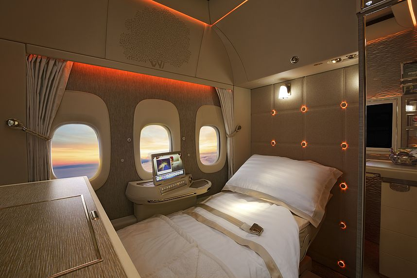 Emirates First Suites: Fly on the 777 like on the private jet