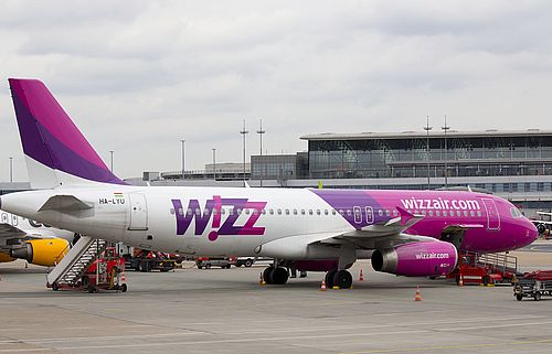 Maschine der WizzAir am Hamburg Airport